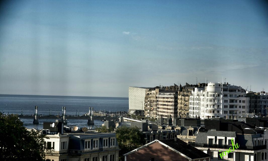 Buenas noches a tod@s foto sacada desdé el balcón de tabacalera de san sebastian #hdr #emotions #photography