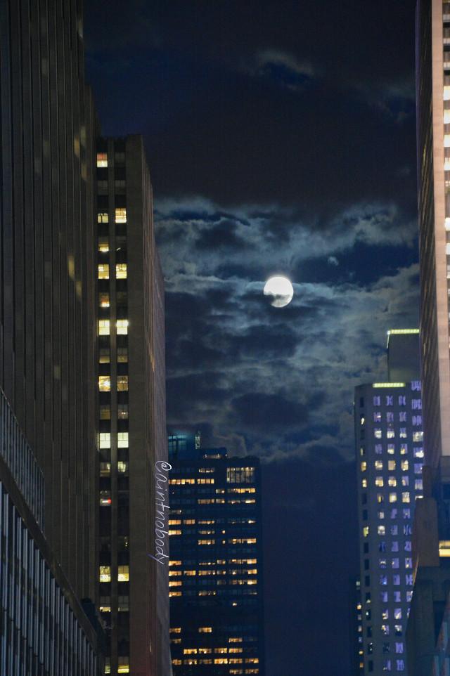 Reminiscing New York City 😊 #nyc #fullmoon  #emotions #travel #sky #lights