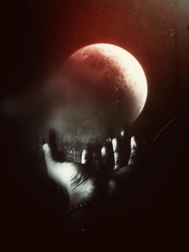 """A lua vermelha"" ""The red moom""   #red #moon #hand #shadows"