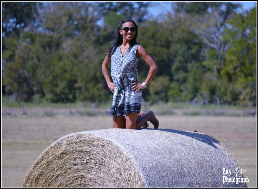 Having fun in top of the Hay!! ¡¡Viva Texas!! #fun #hayrolls #farm #travel