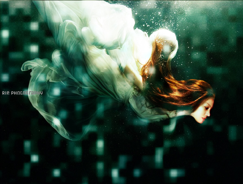 #selfportrait #fantasyart #photography #underthesea #edited #crosslight
