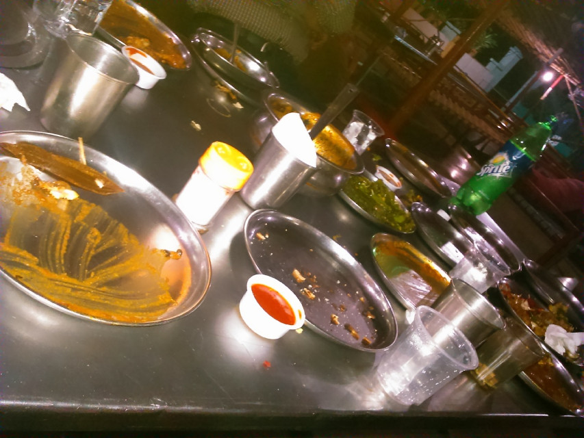 Haaayyeeeee.... 😍🏼😍 First experience on a DHABA..the empty plates expresses my how fun it wa.. . . #Mumbai #NightOut #travel #fun #dhaba #foodie #yummy 😋😘👌👌🏼