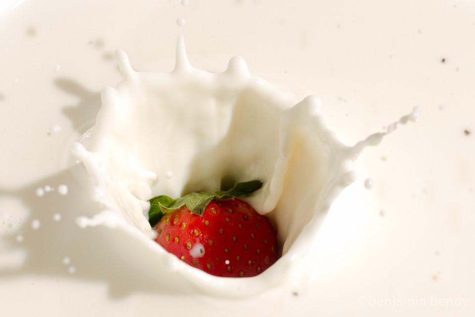 Berry dip in cream