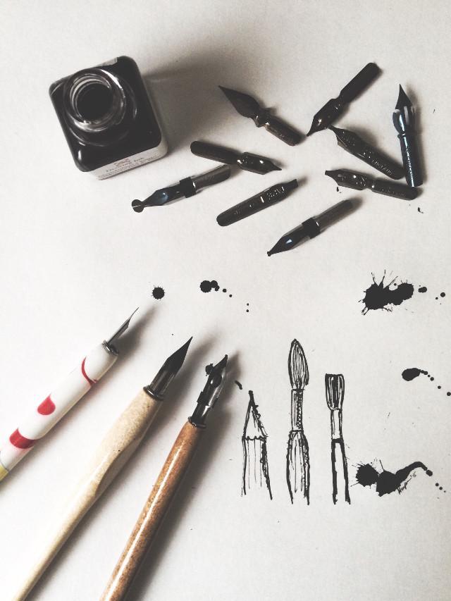 ❤️  #theartofslowliving #slowliving #nothingisordinary #onmytable #tablesharingworkshop #livethelittlethings #liveauthentic #painting #москва #drawing #draw #paint #art #vscocam #vsconew #35mm #film #filmisnotdead #folklife #folkart #book #sketch #sketchbook #art #notebook #bookcover #copybook  #lether #craft #handcrafted #art #ink #чернила #перо #interesting