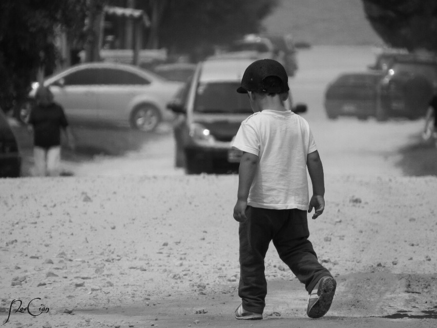 STREETPHOTOGRAPHY ☺   #blackandwhite #cute #emotions #people  #child  #street #streetphotography
