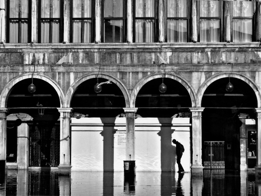 #blackandwhite #water #reflection #silhouette #portrait #venice #architecture #streetphotography