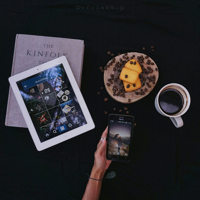 #mycoffee_diary #flatlay #onthetable #coffee #book #kinfolk #darktone #softtone #morning #dark #photography #Sony