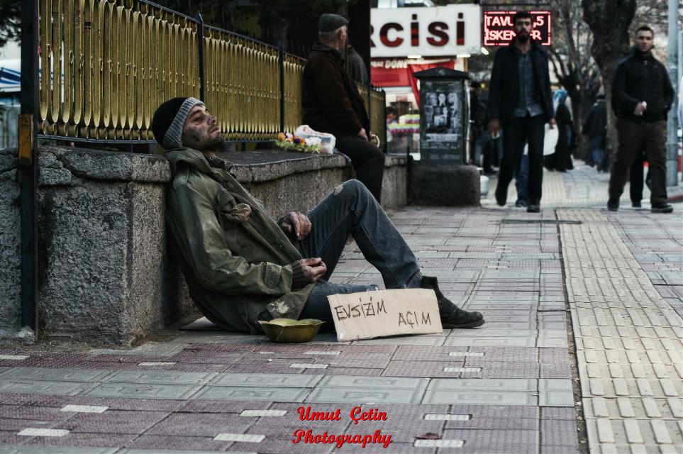 """Daha fazlası için;www.facebook.com/umutcetinphotography#photography #umutcetinphotography #homoless #hunger #street #life #world #difficulty #bread #poor #portrait #chill #açlık #evsiz #üşümek #ekmek #yaşam #kimsesiz #karanlık #yaşamatelaşı #yoksulluk Türkiye'de günde 5 MİLYON yılda 18 MİLYAR """"EKMEK"""" çöpe atılıyor, atmadan önce DÜŞÜN. .! Dünyada her 3 saniyede bir insan """"AÇLIKTAN ÖLÜYOR..!"""""""