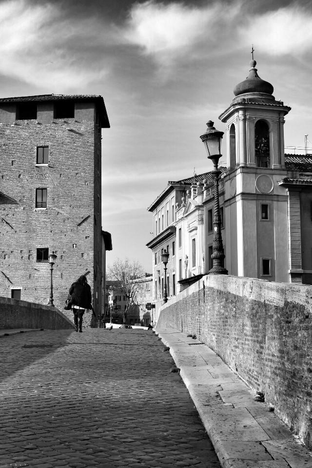 Walking #blackandwhite #emotions #hdr #people #photography #travel #italy #retro #bridge #morning #roma #architecture