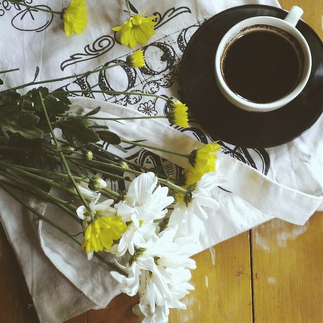 Coffee and flower's...morning!! #food #flower #emotions #love #picsart #photography #lifestyle #vsco #coffee #stilllife