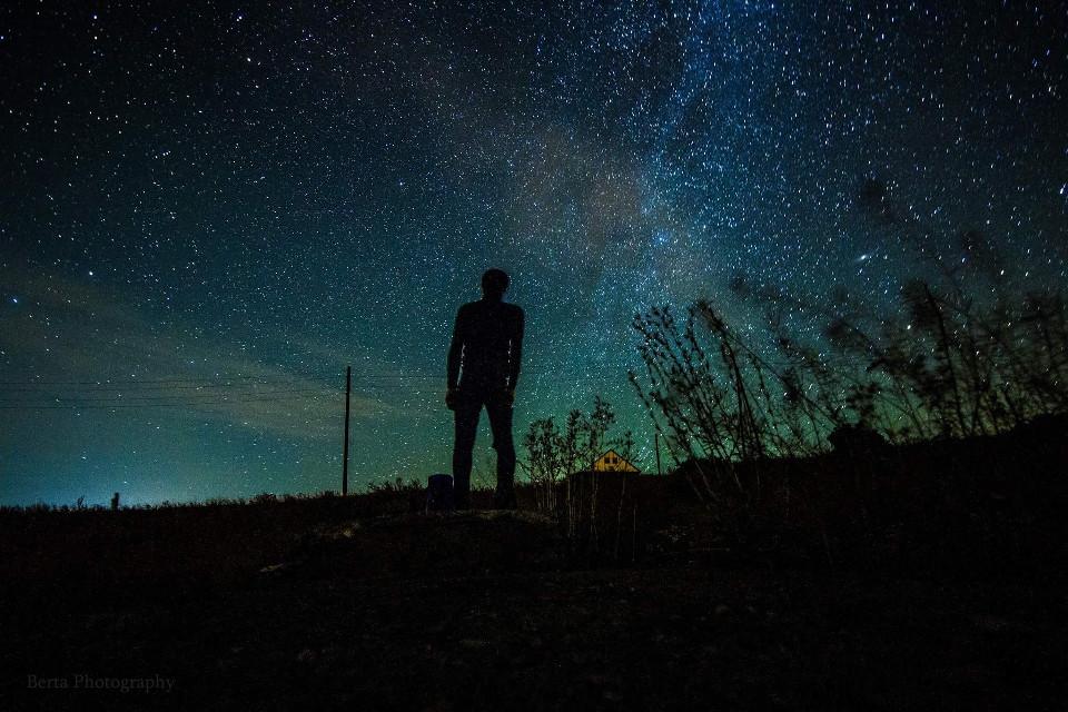 #bertaphotography #photography #night #nightphotography #stars #sky #longexposure #siluet #men #black