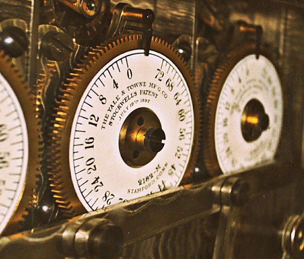 #gears  #bankvault  #gold  #photography  #vintage  #oldbuildings  #details  #dslr_camera